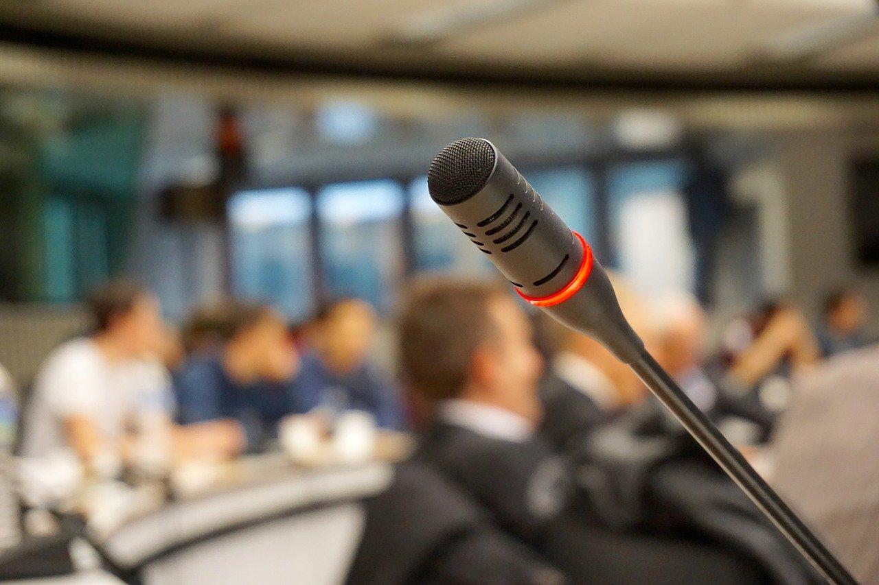 W jaki sposób zorganizować firmową konferencję